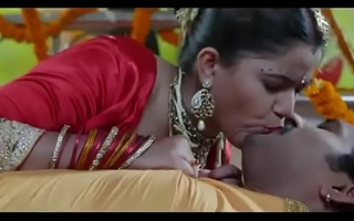 desimasala.co Hot bhojpuri smooching, navel kiss suhaagraat song